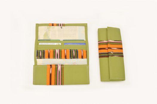 Billetera de Cuerina Verde con Tela Típica Amarilla