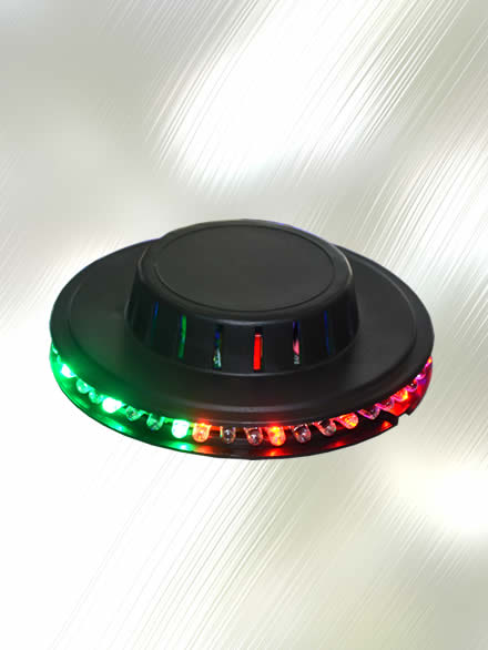 Luz Led de 48 Luces RGB estilo Ovni marca Zebra ZYB-U08