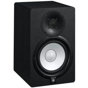 Monitor Yamaha negro de estudio de 2 vías con woofer de 6.5''